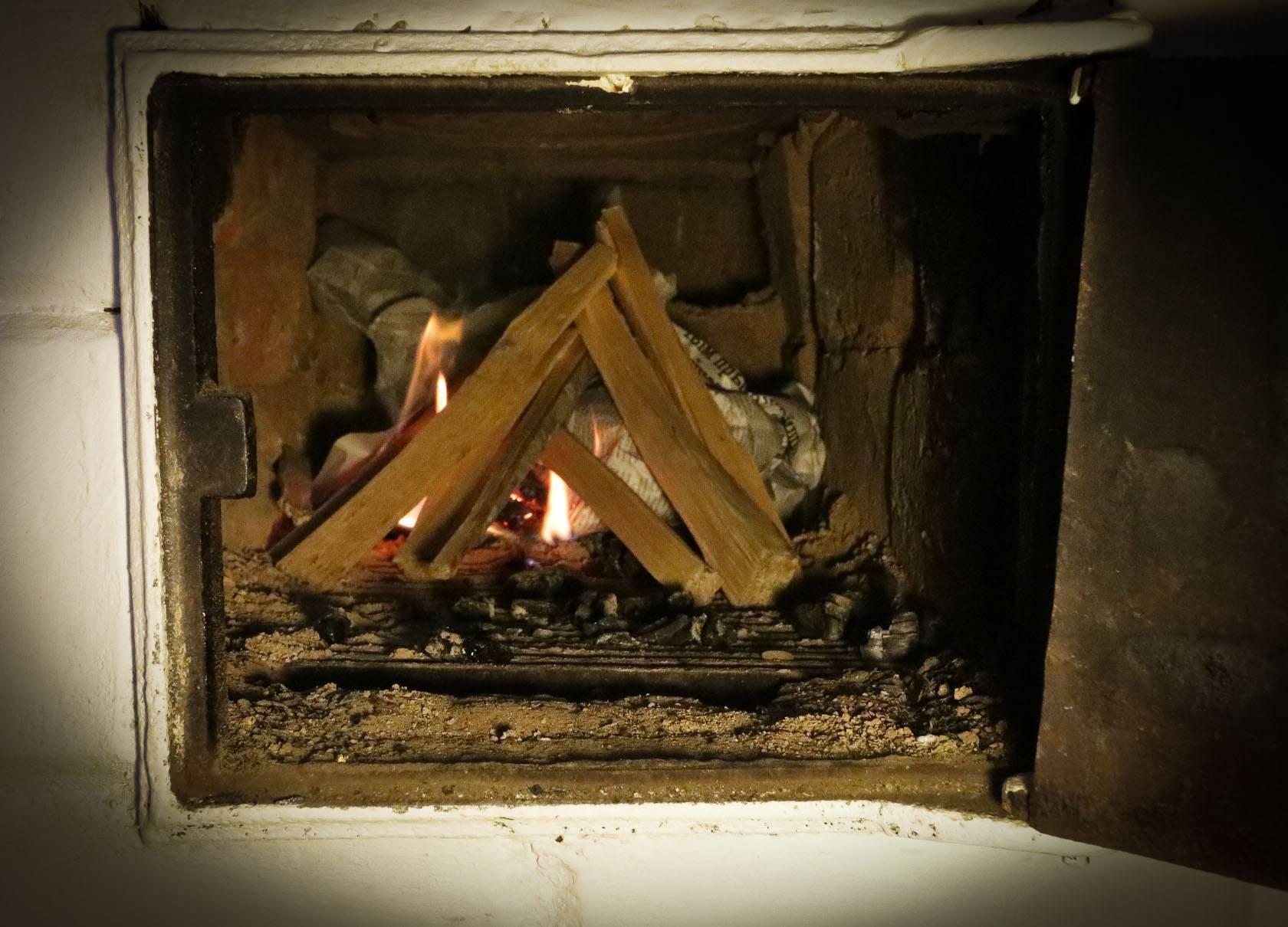 Как топить печь углем в своем доме правильно?