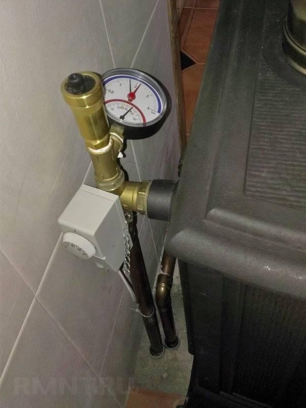 Какое давление должно быть в системе отопления многоквартирного дома и в закрытом расширительном баке, рабочие показатели, нормы