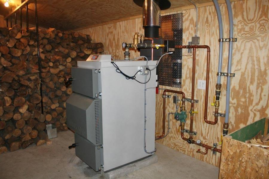 Как отопить дом дешево —  экономное отопление частного дома без газа и электричества