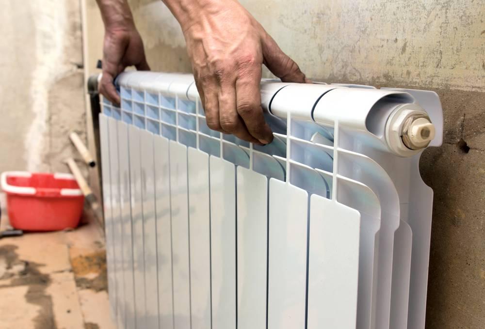 Ремонт радиаторов: вариант починки со снятием устройства и средства для устранения течи, как заклеить и почему течет батарея отопления в квартире, что делать, если потекла