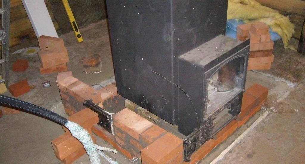 Как обложить железную печь кирпичом: чем можно, защитный кирпичный экран для чугунной, обкладка в доме своими руками, фото кладки