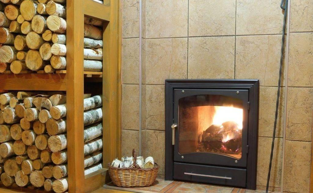Дрова для камина - какие лучше, длина и температура горения, элитные чистые и керамические искусственные дрова, как оформить и топить, фото подставок под дрова для камина