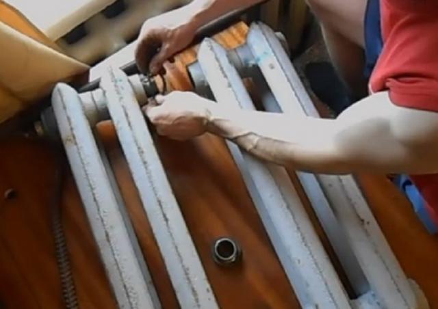 Крепеж чугунных батарей своими руками. крепеж для радиаторов: чугунных, секционных, панельных