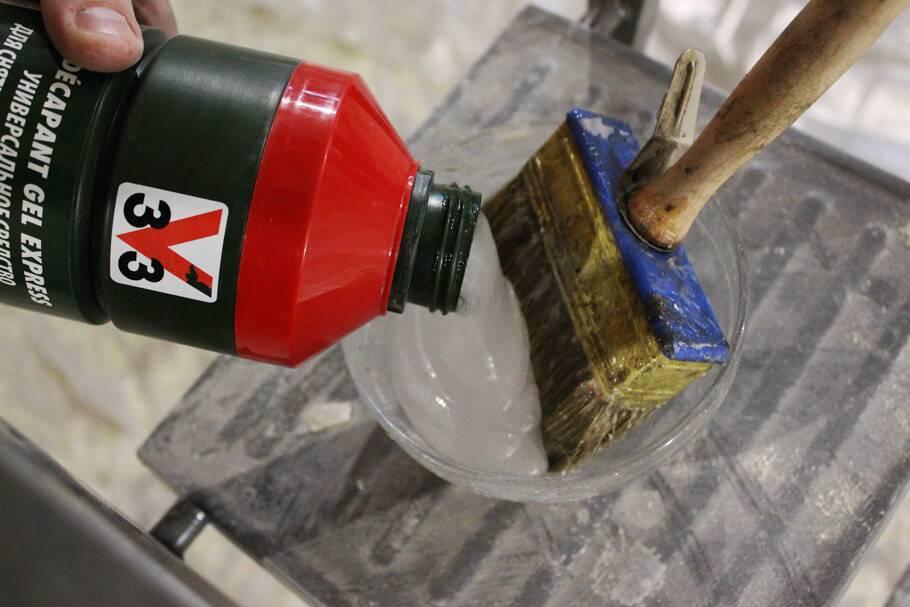 Несколько способов как аккуратно и быстро снять старую краску с батарей