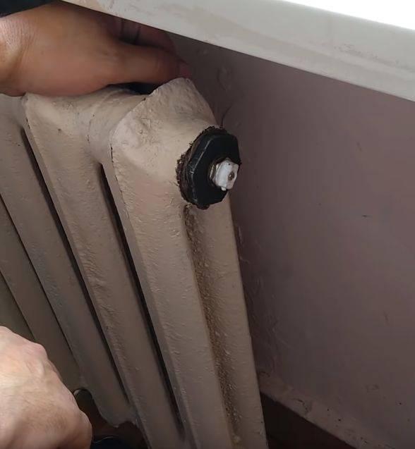 Как снять старую чугунную батарею отопления в квартире
