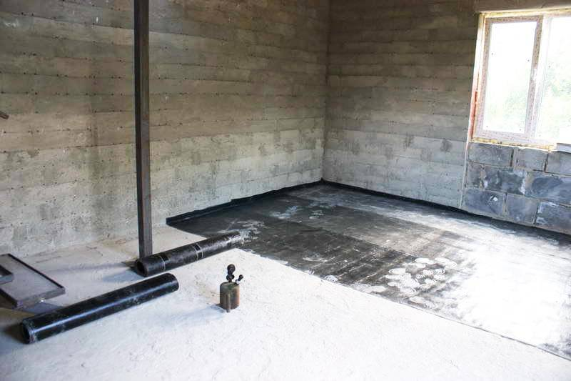 Черновой пол по деревянным балкам: способы укладки на перекрытиях 2 этажа своими руками