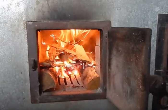 Как правильно топить печь, в том числе углем, дровами, брикетами зимой и летом