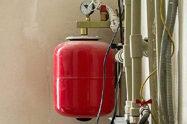 Какой теплоноситель выбрать для периодического отопления частного дома
