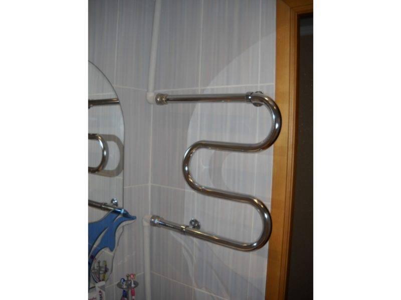 Что устанавливать для отопления в ванной — полотенцесушитель, радиатор или и то и другое?