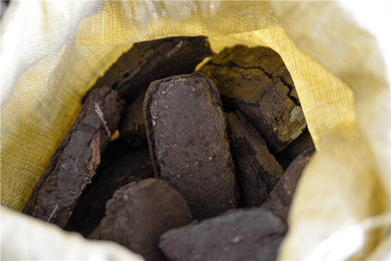 Торфяные брикеты: из чего делают торфобрикет для отопления? применение и производство топливных брикетов из торфа