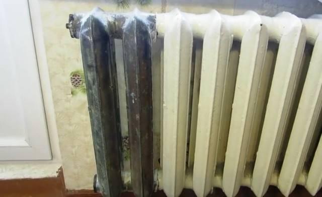 Как снять старую краску с батарей отопления