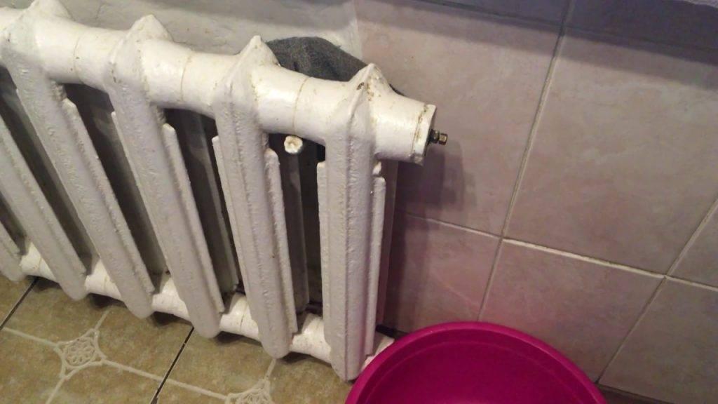 Как прочистить батарею отопления не снимая: методы избавления от пыли, ржавчины и накипи