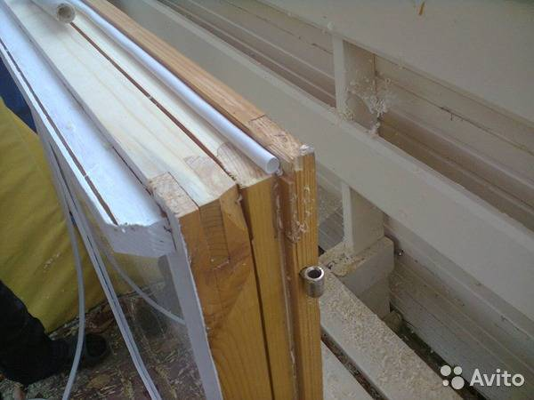 Реставрация старых деревянных окон с утеплением по шведской технологии.