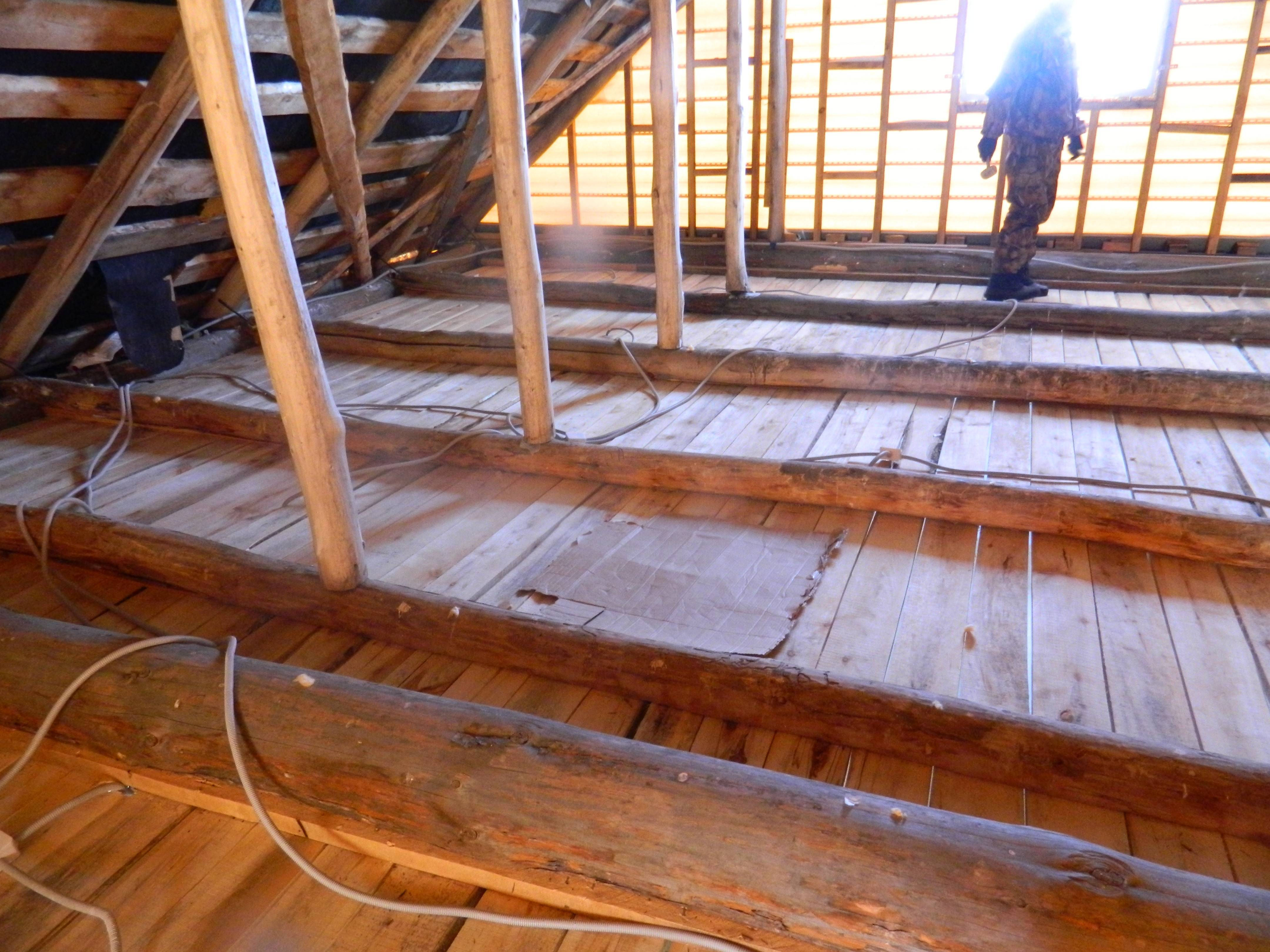 Правильное утепление потолка в частном доме с холодной крышей