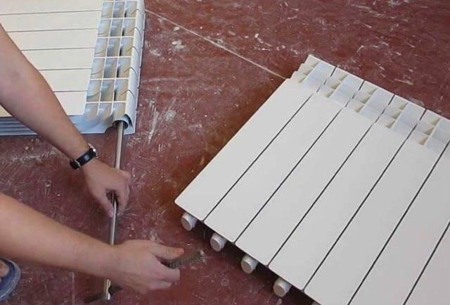Как соединить радиаторы отопления между собой: соединение секций батарей к трубам, пошаговое руководство