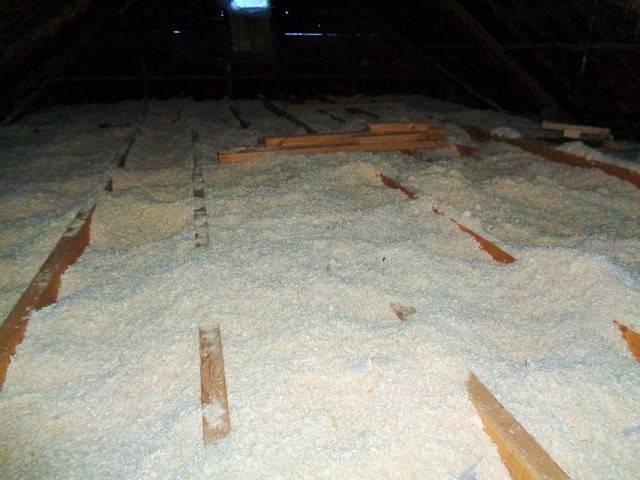 Опилки как утеплитель: с цементом, для пола, для дома