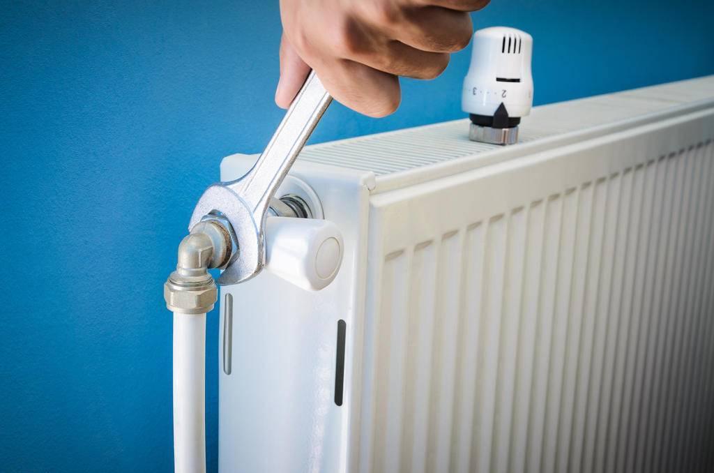 Как помыть батарею? как почистить приборы отопления внутри от пыли, щетка для мытья чугунного радиатора «гармошка»
