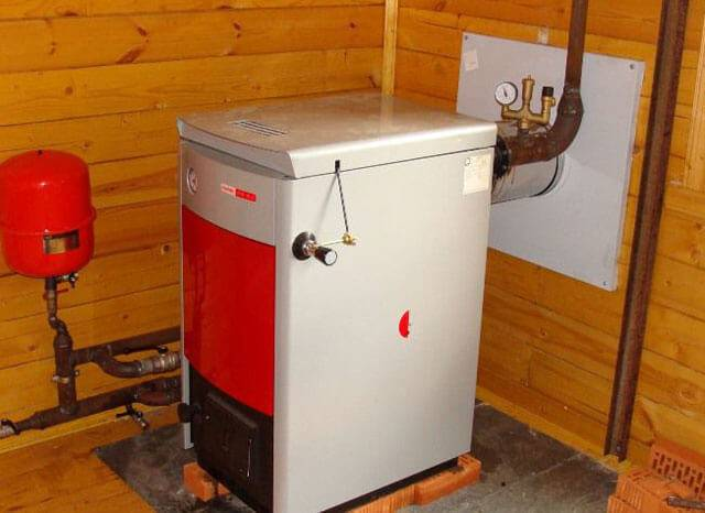 Водяной котел отопления на дровах