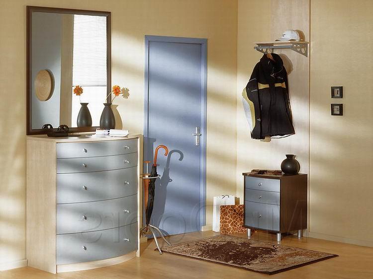 Плохо или хорошо устанавливать зеркало на входных дверях в помещение?