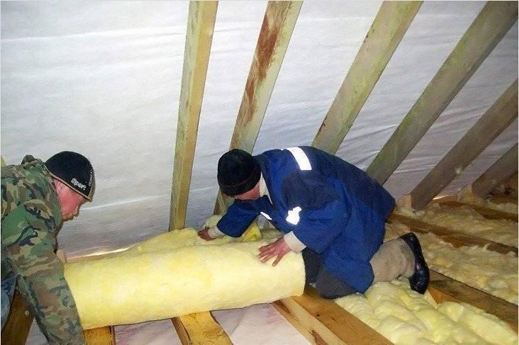 Правильное утепление потолка в доме с холодной крышей
