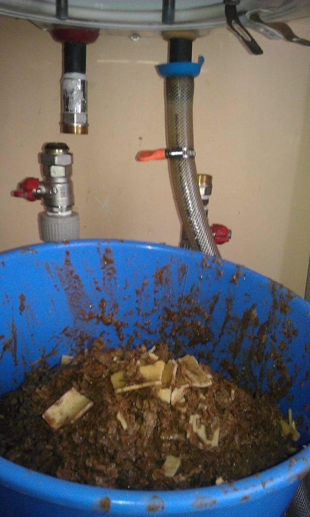 Как очистить тэн водонагревателя от накипи: как снять его с бойлера, удалить отложения народными средствами, убрать бытовой химией?