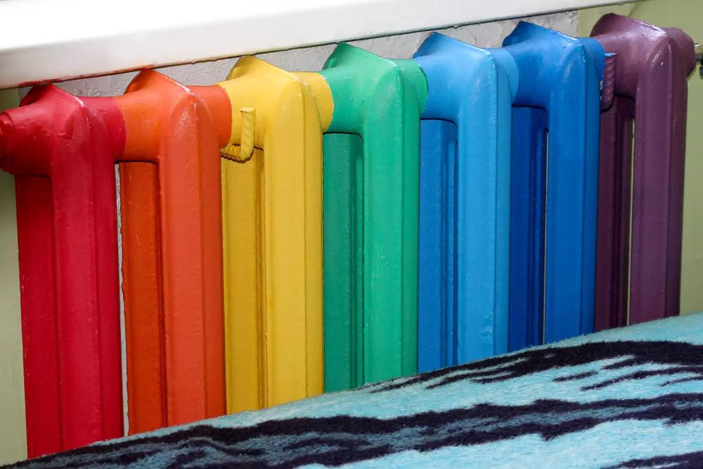 Покраска радиаторов отопления: выбор краски и проведение работ своими руками