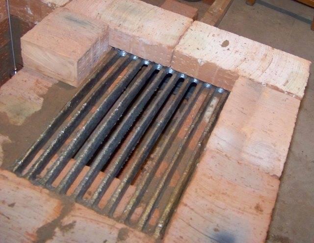 Оопительный щиток из кирпича для железной печи своими руками