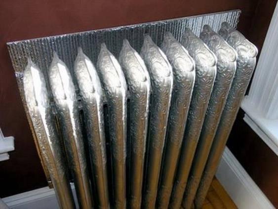 Теплоотражающий экран за радиатором отопления