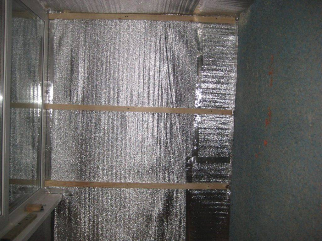 Утепление пенофолом изнутри (стен, потолка): особенности материала