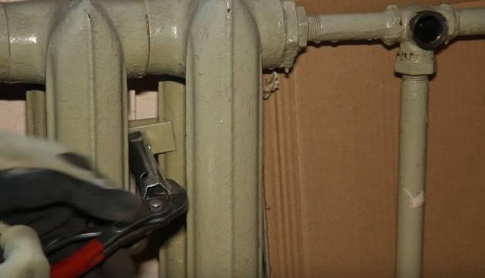 Как выполнить демонтаж радиатора отопления – различные варианты, как можно снять батарею