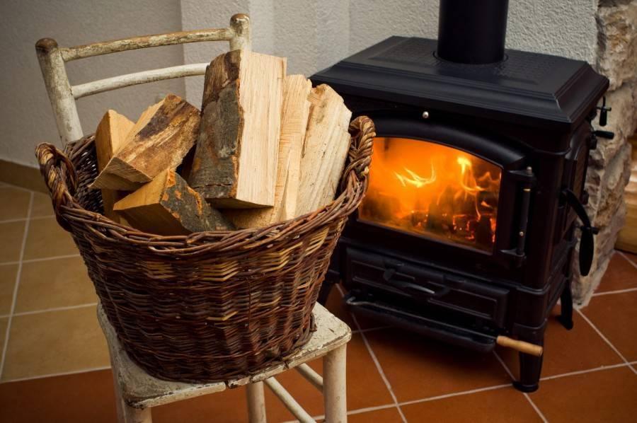 Дрова для камина, чем лучше всего топить домашний камин