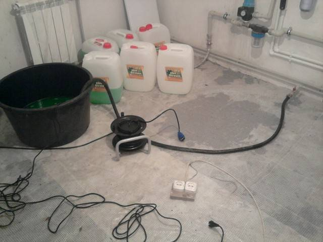 Заполнение системы отопления водой в частном доме: циркуляция и скорость, подготовка дистилированной воды для закачки, фото и примеры