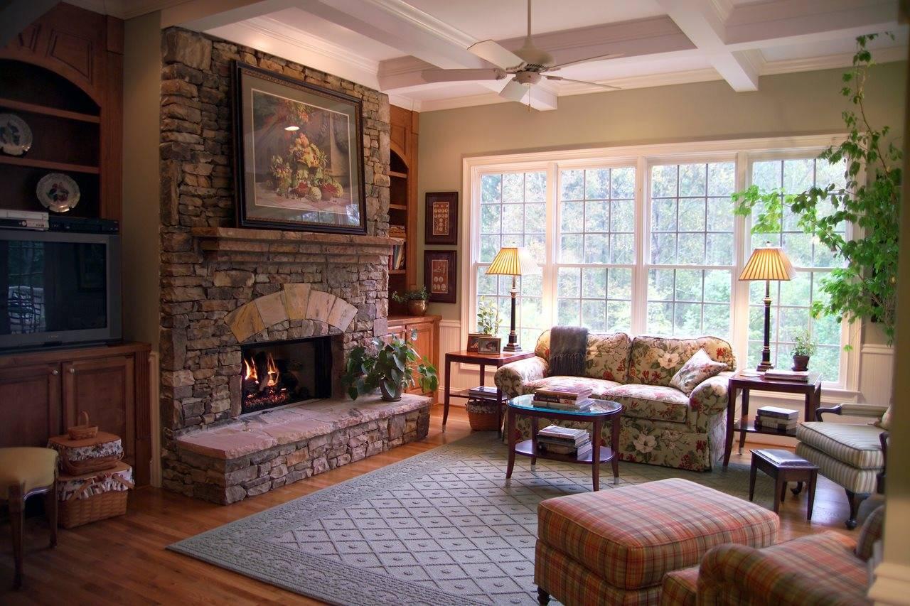 Камин в деревянном доме, практика установки различных каминных систем
