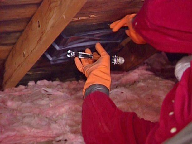 Правильное утепление чердачного перекрытия на холодном чердаке. много тратишь на отопление займись утеплением чердака минватой. толщина слоя теплоизоляции