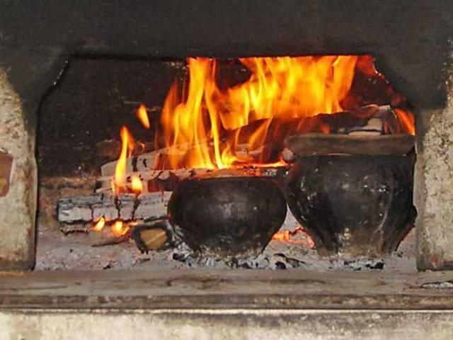 Как топить печь брикетами: инструкция и советы
