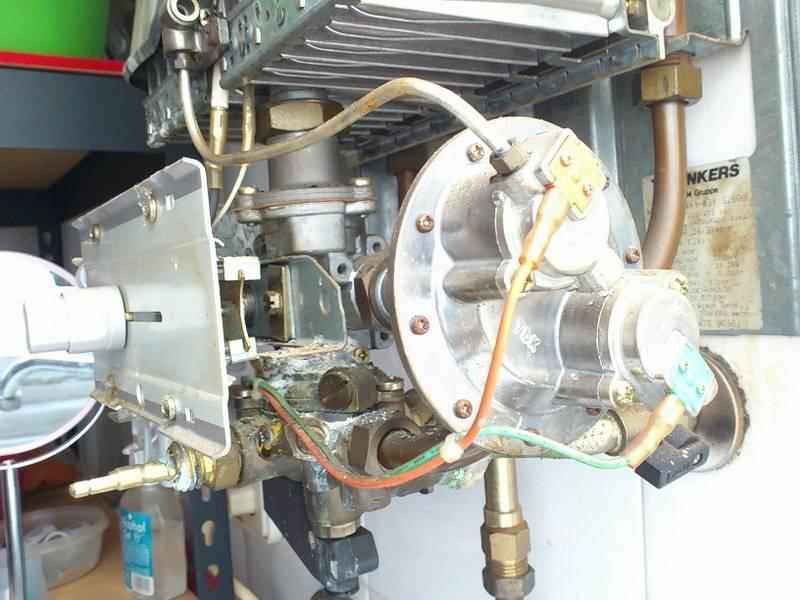 Принцип работы газовой колонки вектор. зажигается, но тухнет. закисание и неподвижность штока.