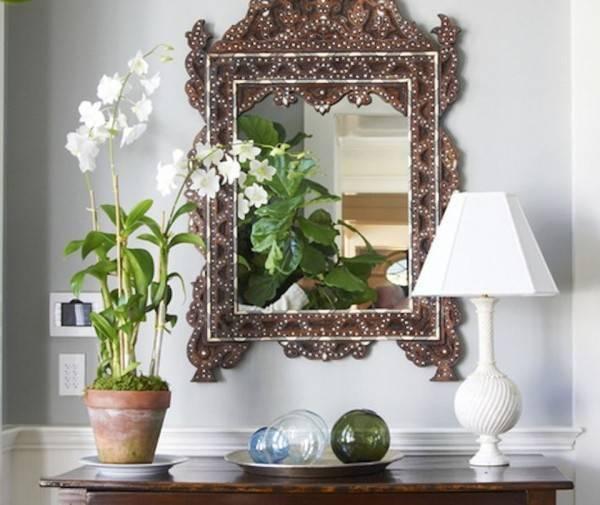 Зеркало напротив входной двери— всегда ли это решение правильно