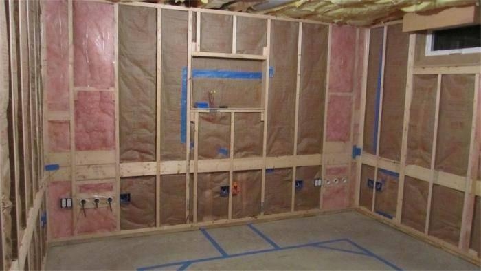 Пароизоляция стен: утеплении деревянного и каркасного дома изнутри, как правильно уложить внутри помещения, тонкости монтажа