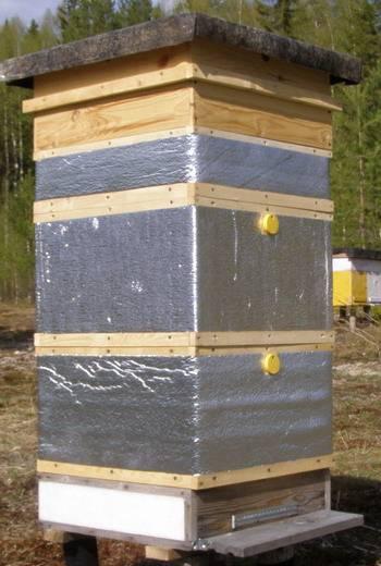 Как самостоятельно утеплить ульи и как сделать подушки для пчел