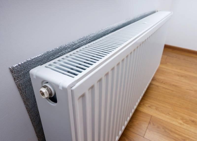 Теплоотражающий экран за радиатором