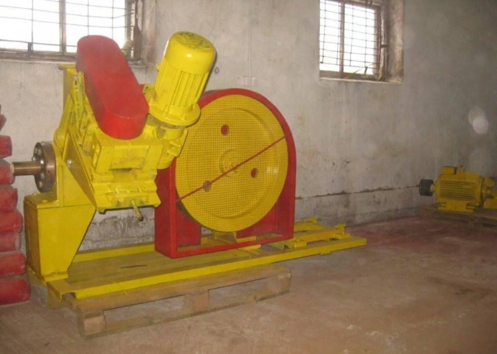 Пресс для производства топливных брикетов и другое оборудование.