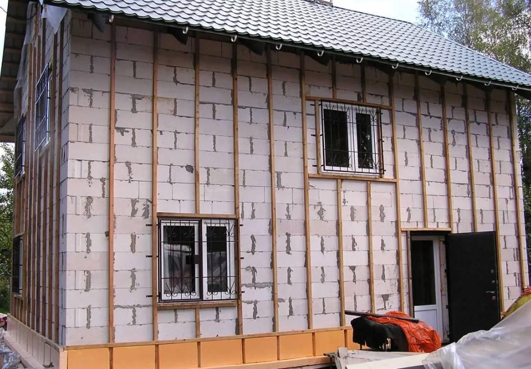 Утепление кирпичного дома снаружи современными методами: как и чем утеплить стены, толщина утеплителя кирпича для фасада, как работать с минватой и керамзитом