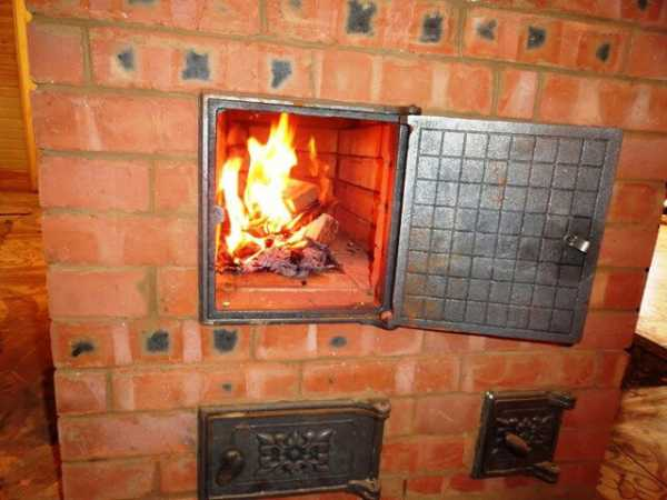 Как топить русскую печь дровами: принципы и правила растопки