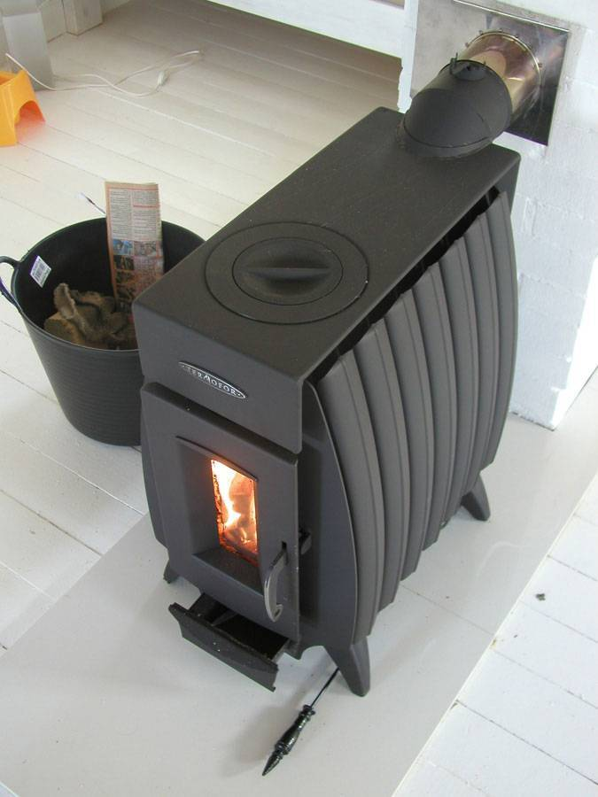 Как сделать обогрев теплиц дровами