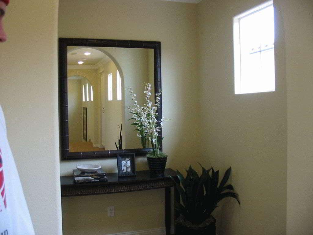 Зеркало в прихожей по фен-шуй: как и куда его можно повесить