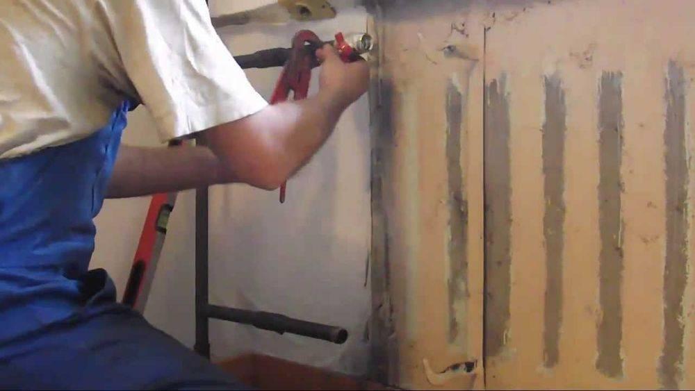 Как снять батарею отопления в квартире, не нарушая прав соседей: инструкция по демонтажу
