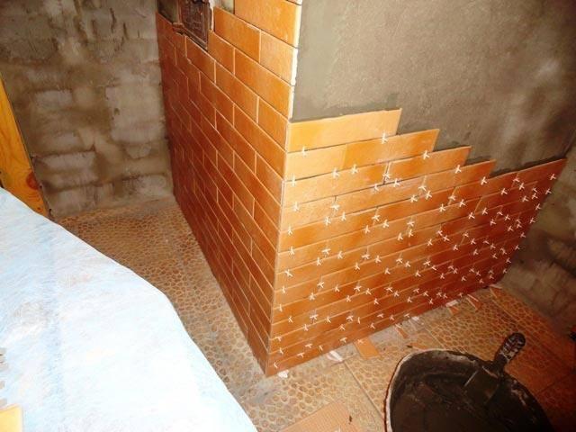 Облицовка печи плиткой своими руками: как правильно обложить керамической или другого типа, варианты отделки в доме и бане, фото и видео