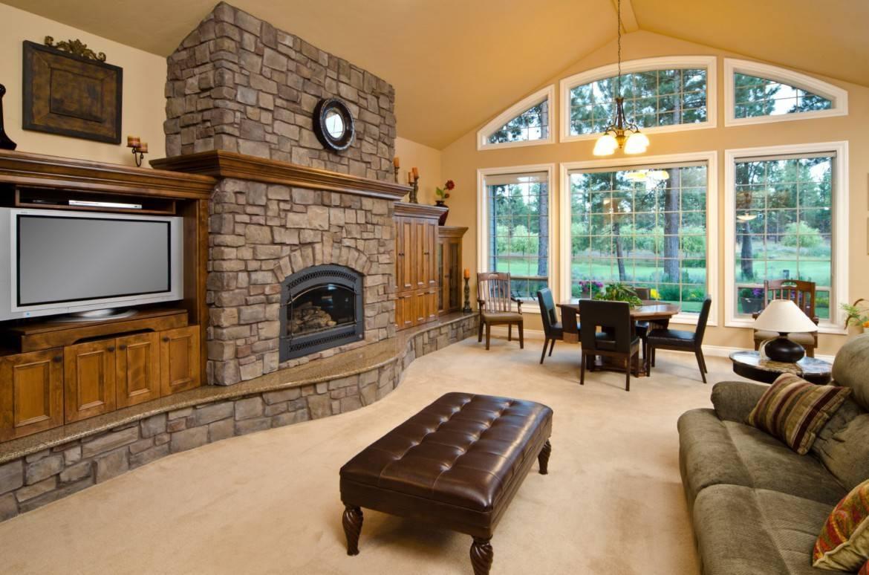 Как оформить интерьер гостиной в загородном доме