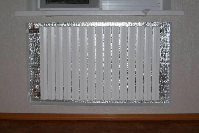 Тепловой экран, отражатель для батарей отопления: для чего нужен?