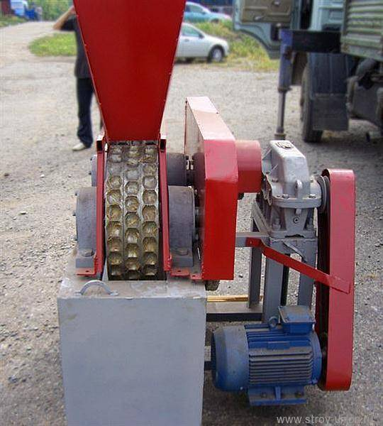 Станок для изготовления топливных брикетов из опилок